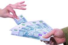 <h2>Займ 15000: о чем нужно помнить до момента подачи заявки? </h2> Получить займ на карту на сумму 15000 рублей и более можно по одному паспорту. МФО не требует справок с работы, подтверждающих официальный доход или стаж на последнем месте работы. Кроме того, компании не проверяют кредитную историю потенциального заемщика. Чтобы не переплатить за использование срочного микрокредита, важно до момента оформления договора ознакомиться с его условиями. Речь идет о: <ul> <li>предоставляемой сумме средств. Клиенту может быть предоставлен займа 15000 или другая сумма; </li> <li> величине процентной ставки; </li> <li>сроке погашения задолженности; </li> <li>величине переплаты; </li> <li>способах погашения задолженности; </li> <li>наличии дополнительных обязательных комиссий. </li> </ul> Не всегда займы с низким процентом являются самыми выгодными для клиента. <h2>Как получить займ 15000 рублей на карту? </h2> Оформляя кредит на 15000 рублей или другую сумму, следует заранее выбрать для себя способ получения займа. Чаще всего компании предлагают перевод рублей следующими способами: <ul> <li> на электронный кошелек; </li> <li> на банковскую карту; </li> <li> наличными в офисах МФО. </li> </ul> <h2>Как погасить займ на карту 15000 ? </h2> Компании, предоставляющие в долг 15000 руб, дают возможность выбрать удобные способы погашения задолженности в руб: <ul> <li>с карты любого банка; </li> <li> через электронный кошелек киви или яндекс.деньги; </li> <li> почтовым переводом; </li> <li> наличными. </li></li> </ul> Клиент сам выбирает способ, как удобнее погасить займ. Но следует помнить, что в некоторых случаях сроки перевода денежных средств могут составлять несколько рабочих дней. Чтобы получить деньги срочно, не обязательно тратить много времени в поисках оптимального предложения. Оформить кредит на 15000 и другую сумму можно на специализированном портале. Для этого достаточно паспорта и компьютера с выходом в интернет. Заявку легко создать онлайн.